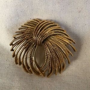 Textured Gold Tone Flowing Curled Pin Brooch